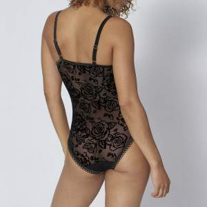 Triumph Velvet Rose Spotlight BS csipkés body