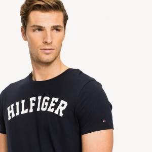 Tommy Hilfiger SS TEE Logo rövidujjú póló - sötétkék