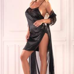 Livia Corsetti Mishan csipkés tüll köntös és szatén hálóing