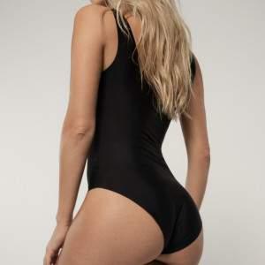 Dorina AirLite varrás nélküli body - fekete